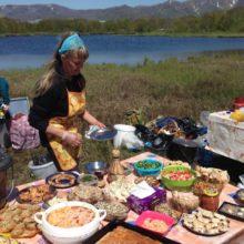 На берегу камчатской бухты полевые повара поборолись за «Золотой котелок»