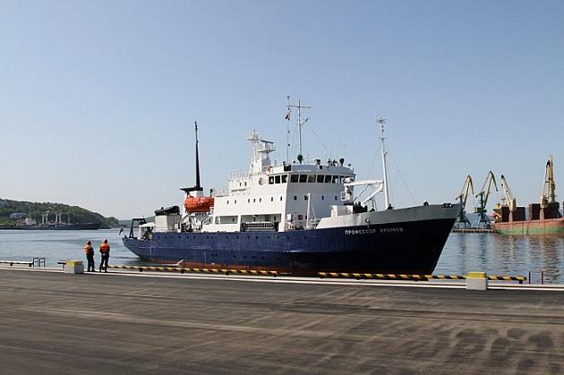 У причала Петропавловска-Камчатского ошвартовался круизный лайнер «Профессор Хромов»