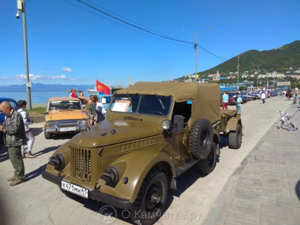 В краевой столице прошла выставка ретроавтомобилей