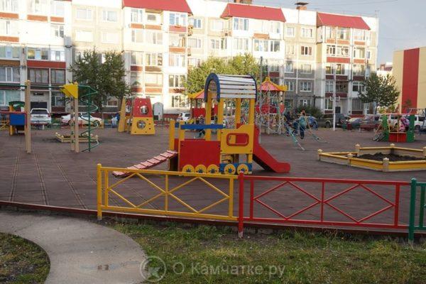 Завершено благоустройство детской площадки по улице Ларина, 40