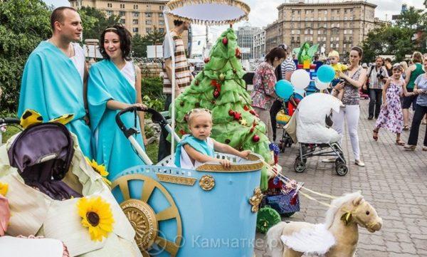 Горожан, ставших родителями в 2018 году, вместе с детьми приглашают принять участие в параде самых юных жителей города