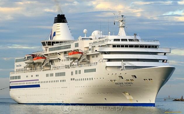 Круизный лайнер «Pacific Venus» подошел к берегам Камчатки