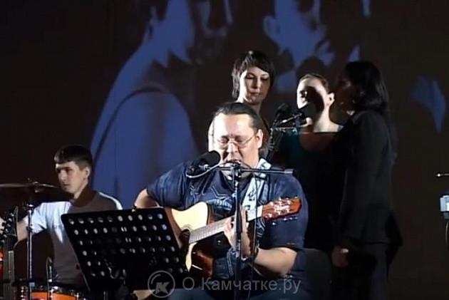 Корякский центр народного творчества приглашает жителей и гостей Паланы на концерт народного вокально-инструментального ансамбля «Ветер Востока»