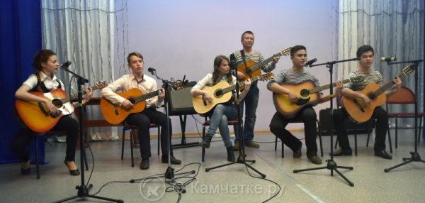 """""""Камчатская гитара"""" открывает цикл вечеров """"Беседы об авторской песне и гитара по кругу"""""""
