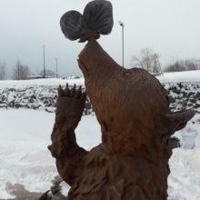 Фигурка медвежонка с бабочкой на носу украсила парковую зону на озере Медвежье в Петропавловске-Камчатском