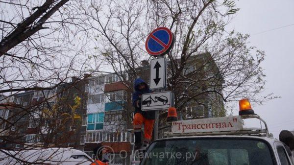 В Петропавловске установлены временные знаки, запрещающие остановку и стоянку