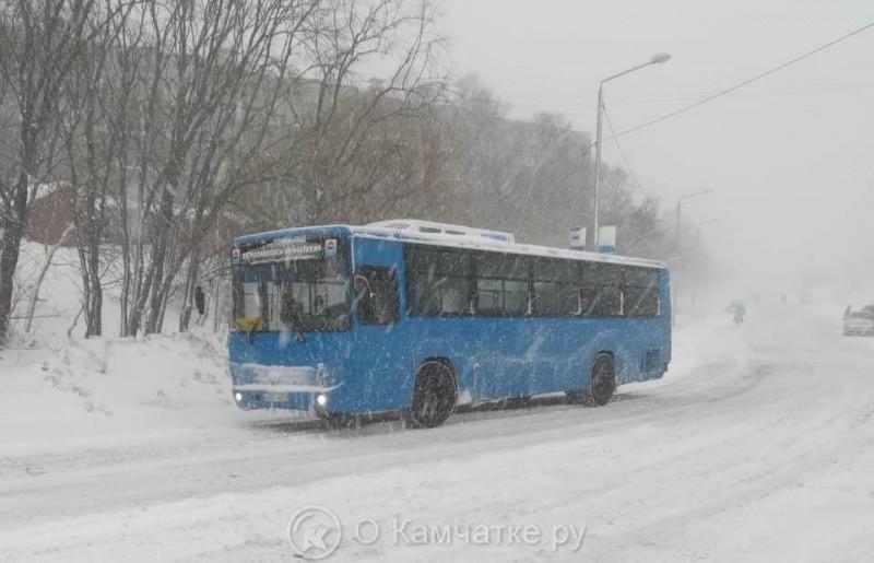 Во вторник, 18 декабря, в Петропавловске-Камчатском прошла внеплановая проверка работы общественного муниципального транспорта в сложных метеоусловиях